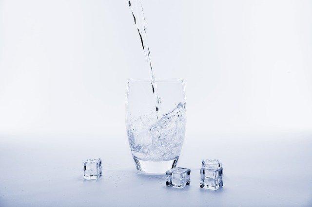 Woda źródlana w diecie odchudzającej
